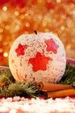 Manzana roja con una estrella de la Navidad Foto de archivo libre de regalías