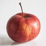Manzana roja en blanco Fotos de archivo libres de regalías