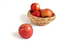 Manzana roja en el fondo blanco Fotografía de archivo libre de regalías
