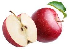 Manzana roja madura y mitad de uno. Imagenes de archivo