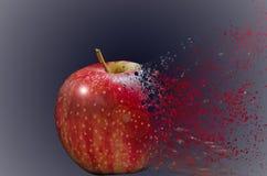 Manzana roja, que se divide en pequeñas partículas ilustración del vector