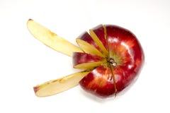 Manzana roja tajada en la superficie blanca Fotos de archivo libres de regalías