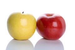 Manzana roja y amarilla Imágenes de archivo libres de regalías