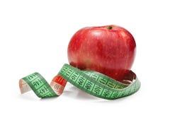 Manzana roja y cinta métrica Fotografía de archivo