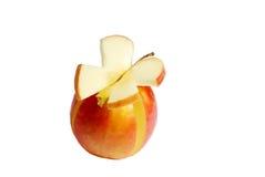 Manzana roja y un pedazo bajo la forma de mariposa Foto de archivo