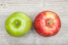 Manzana roja y verde Imágenes de archivo libres de regalías