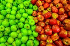 Manzana roja y verde fresca Imagen de archivo