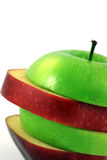 Manzana roja y verde rebanada foto de archivo