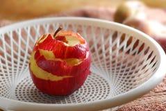 Manzana sin piel de la cáscara Foto de archivo libre de regalías
