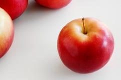 Manzana a solas Foto de archivo libre de regalías