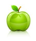 Manzana verde de cristal brillante con la hoja Imagen de archivo libre de regalías
