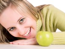Manzana verde del ANG de la muchacha linda Foto de archivo