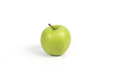 Manzana verde en el fondo blanco Foto de archivo libre de regalías