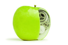 Manzana verde fresca con el mecanismo adentro imágenes de archivo libres de regalías