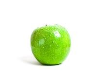 Manzana verde jugosa con gotas del agua Foto de archivo libre de regalías