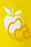 Manzana y corteza abstractas del amarillo del recorte imagen de archivo libre de regalías