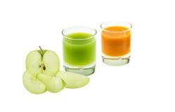 Manzana y jugo verdes del orang Imágenes de archivo libres de regalías
