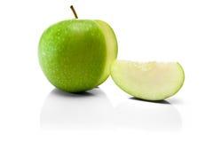 Manzana y rebanada verdes fotografía de archivo