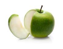 Manzana y rebanada verdes Imagenes de archivo