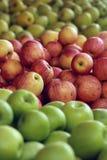 Manzanas amarillas rojas verdes frescas Imagenes de archivo