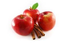 Manzanas con cinamomo Imagen de archivo libre de regalías