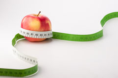 Manzanas con la cinta de la medida Imagen de archivo