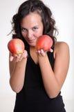 Manzanas de ofrecimiento de la muchacha Imagen de archivo libre de regalías