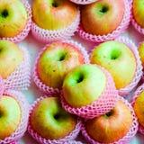 Manzanas en color de rosa Fotos de archivo libres de regalías