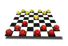 Manzanas en el tablero de ajedrez Fotografía de archivo