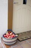 Manzanas en el umbral fotografía de archivo libre de regalías