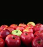 Manzanas en fondo negro Imágenes de archivo libres de regalías