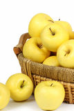 Manzanas en la cesta Fotos de archivo