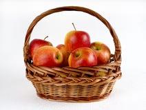 manzanas en la cesta Imagen de archivo libre de regalías