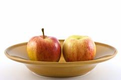Manzanas en plato Imagen de archivo