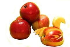 Manzanas en un fondo blanco Fotos de archivo libres de regalías