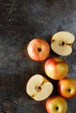 Manzanas en un fondo del grunge Imagen de archivo