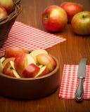 Manzanas en un tazón de fuente Fotografía de archivo