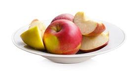 Manzanas en una placa blanca Imagen de archivo libre de regalías