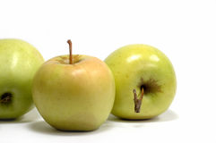 Manzanas frescas en un fondo blanco? Foto de archivo