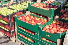 Manzanas frescas para la venta fotografía de archivo libre de regalías