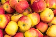 Manzanas frescas para la venta Fotografía de archivo
