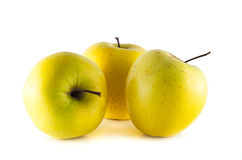 Manzanas 'golden delicious' aisladas en el fondo blanco Imágenes de archivo libres de regalías