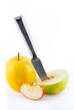 Manzanas jugosas rojas, amarillas y verdes, slic Fotografía de archivo libre de regalías