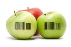 Manzanas maduras con el código de barras Imagen de archivo