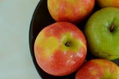 Manzanas mezcladas imagen de archivo