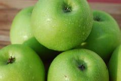 Manzanas orgánicas verdes Imagenes de archivo