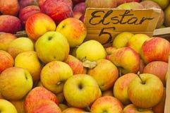 Manzanas para la venta fotografía de archivo libre de regalías