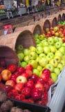 Manzanas para la venta Imagen de archivo libre de regalías