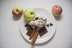 Manzanas, peras y tiramisu Imagenes de archivo