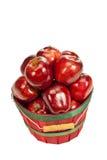 Manzanas red delicious en cesta Fotografía de archivo libre de regalías